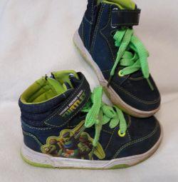 Μπότες και σαγιονάρες