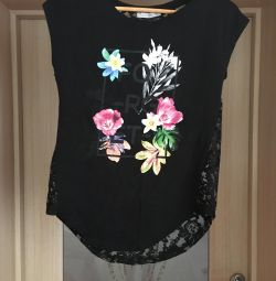 T-shirt with lace on the back, size 40-42