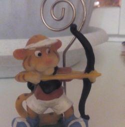 Figurine, holder for paper