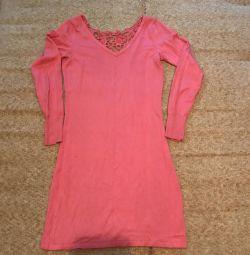 Πλεκτό φόρεμα με όμορφη πλάτη 42-44 rr