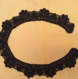 Openwork collar