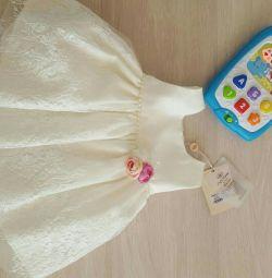 Rochie de lux pentru o fetiță nou-născută