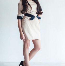 Dimensiunea rochiei este de 40-42