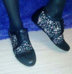 Новые ботинки маломерки 39