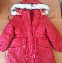 Пальто на девочку 4-6 лет. Состояние нового.