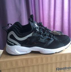 Ανδρικά παπούτσια Reebok Fury Adapt Black / White