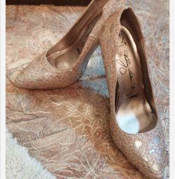 Τα παπούτσια Betsy νέα