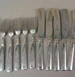 Столовый набор из 5 вилок и ножей