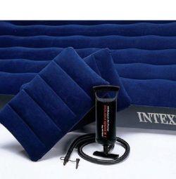 Salteaua de aer într-un set de Intex Classic 152x203x22