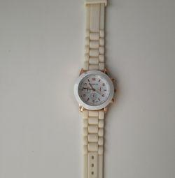 Λευκό ρολόι γυναικών της Γενεύης