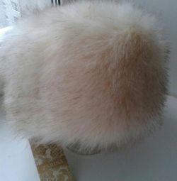 Ένα νέο καπέλο καπέλο χειμώνα. γούνα