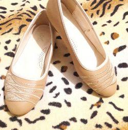 Pantofi de balet dimensiunea 37, talpă 24 cm.