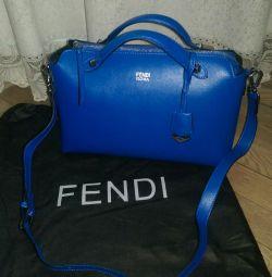 Hakiki deriden çanta Fendi.
