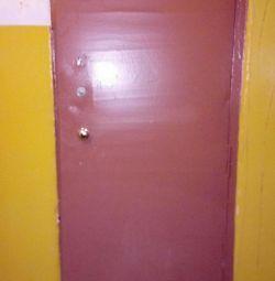 Дверь железная 73*194*4, с 2 замками