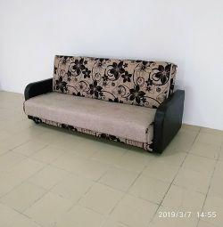 Canapea nouă