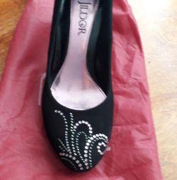 37 de pantofi de dimensiuni