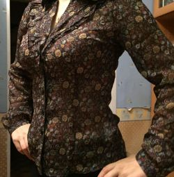 New blouse, size S