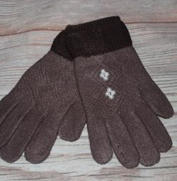 Women's gloves with a pile in the range of new