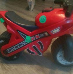 Alergator de motociclete