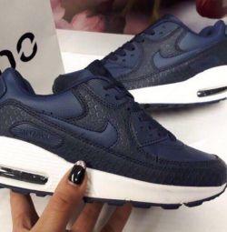 Ανδρικά πάνινα παπούτσια Nike νέα