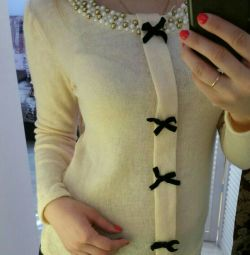 Sweatshirt with bows, new
