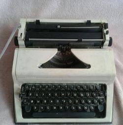 Masina de scris a lui Lyubava