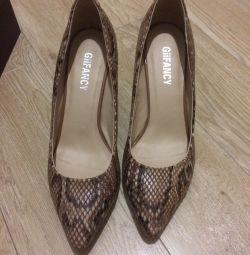 Παπούτσια 37 r