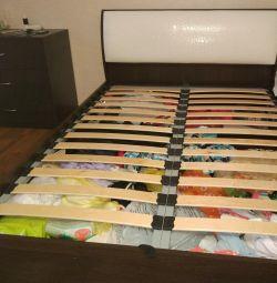 Ліжко з підйомним механізмом.