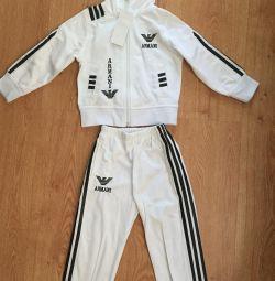 Costum sportiv pentru copii