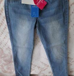 Pantaloni noi r. 140 + șosete