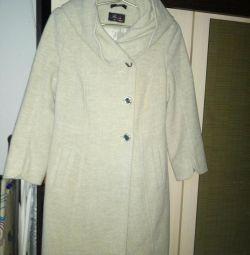 Γυναικεία παλτά: μέγεθος: 42--44.