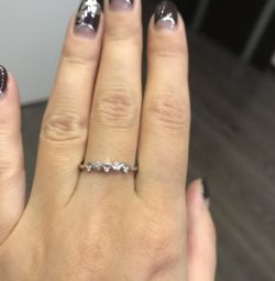 Ring of white gold and 5 diamonds