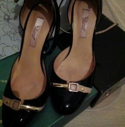 Παπούτσια (δέρμα)