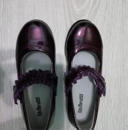 Shoes new burgundy natural, size 31