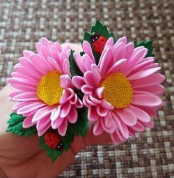 Резинки для волос с цветами из фоамирана.