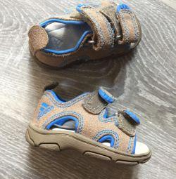 Sandale mici