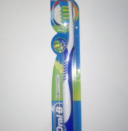 Зубная щетка oral-B Комплекс антибактериал. защита