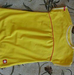 Tricou sport Reima pentru o fată de 8-9 ani