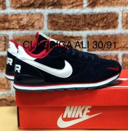 Нові кросівки Nike р. 42,45