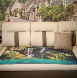 Διακοσμητικό χαλί στον καναπέ :)
