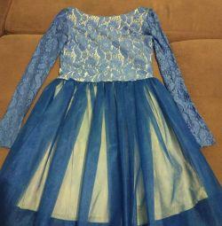 Νέο όμορφο φόρεμα