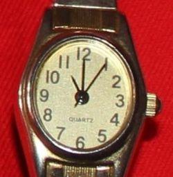 Ceasuri de cuarț pe inox întinse. curea
