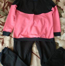 Suit for pregnant women