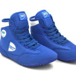 Pantofi de luptă și box