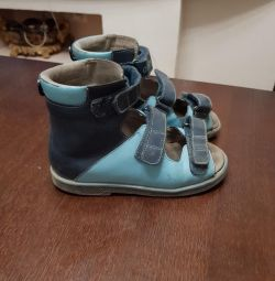 Used orthopedic shoes