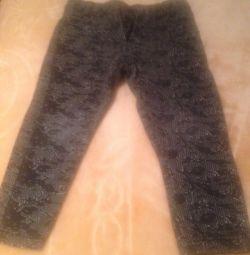 Costum de pantaloni pentru o fată