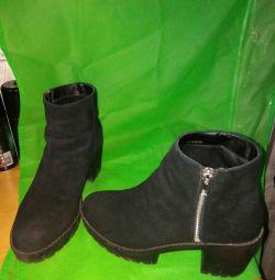 Μπότες αστραγάλου με μπότες.
