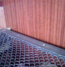 Кровать на сетке