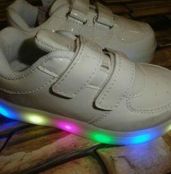 Кросівки дитячі нові