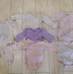 Ρούχα για ένα κορίτσι 0-3 μήνες.